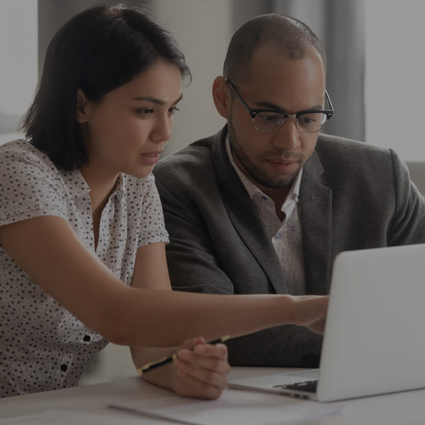 employees-collaborate-digital-platform